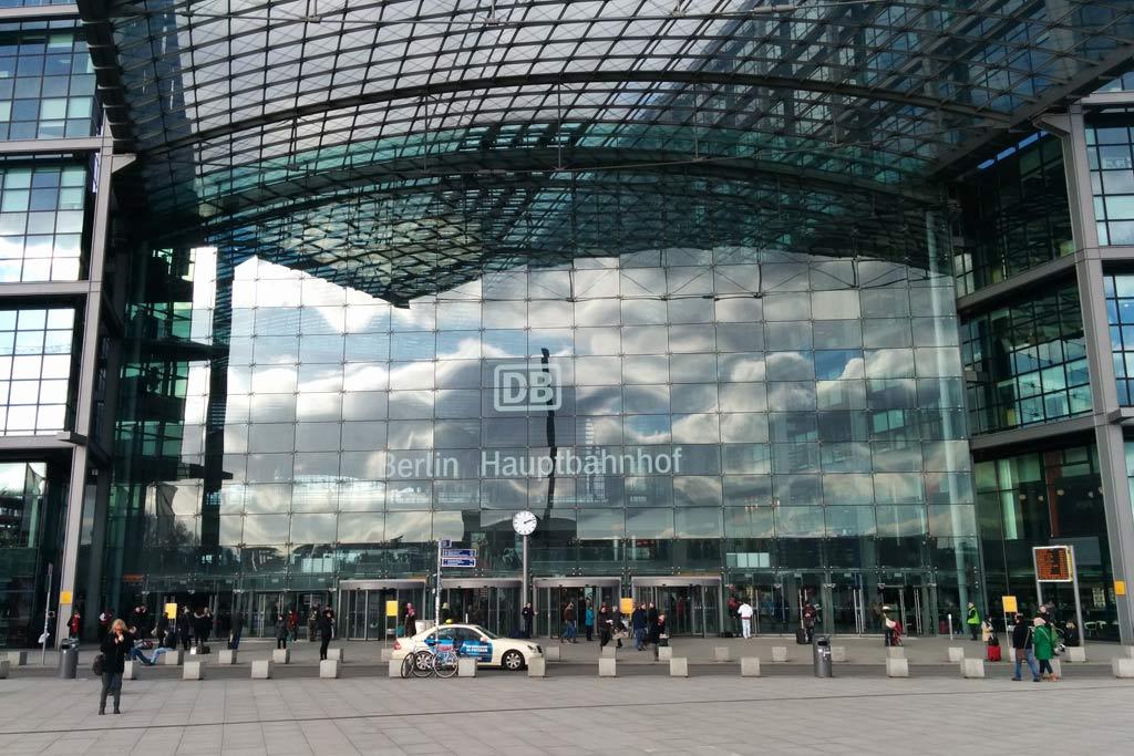 berlin-hauptbahnhof-glas-fassade-2014-andres-lehmann