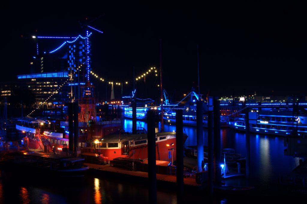 hamburger-hafen-feuerwehrschiff-elbphilharmonie-blue-port-2012-andres-lehmann