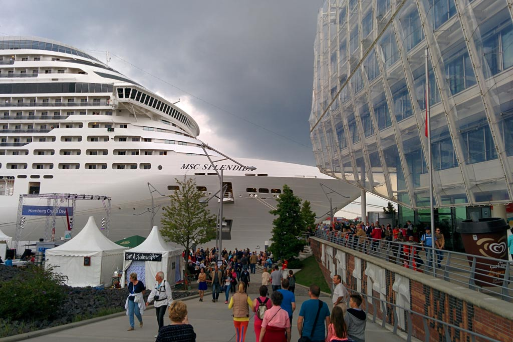 hamburg-cruise-days-msc-splendida-unilever-haus-hafen-city-2015-andres-lehmann