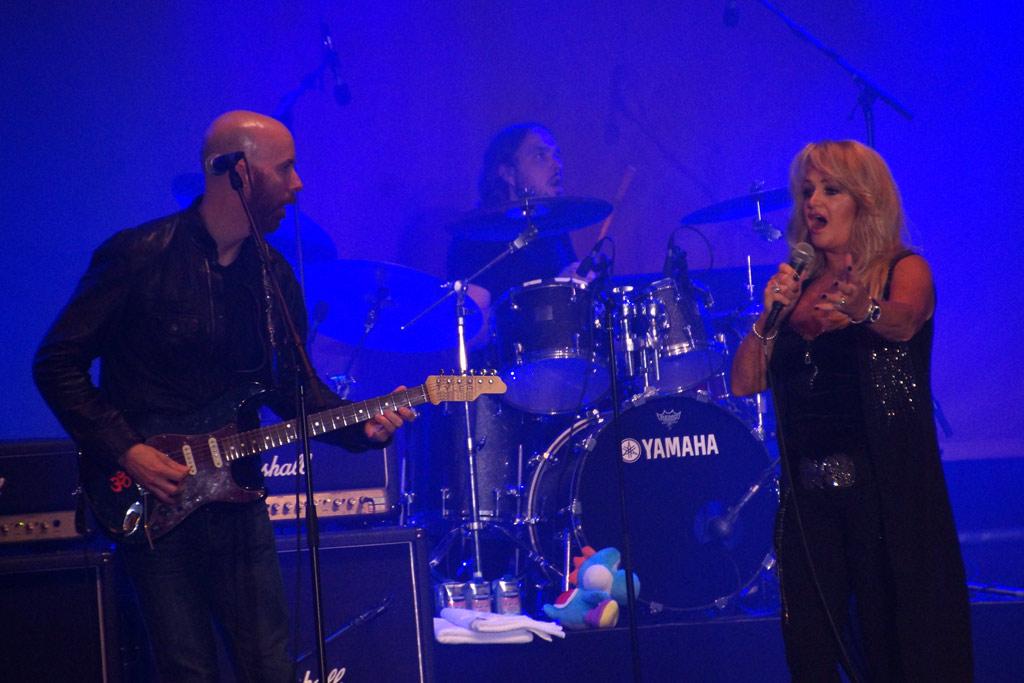 bonnie-tyler-gitarrist-osterstrasse-eimsbuettel-buehne-konzert-2013-andres-lehmann