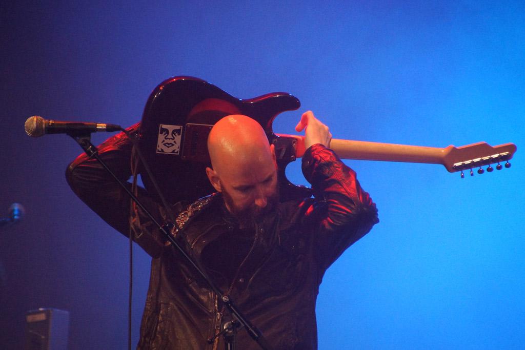 bonnie-tyler-osterstrasse-eimsbuettel-buehne-gitarrist-konzert-2013-andres-lehmann