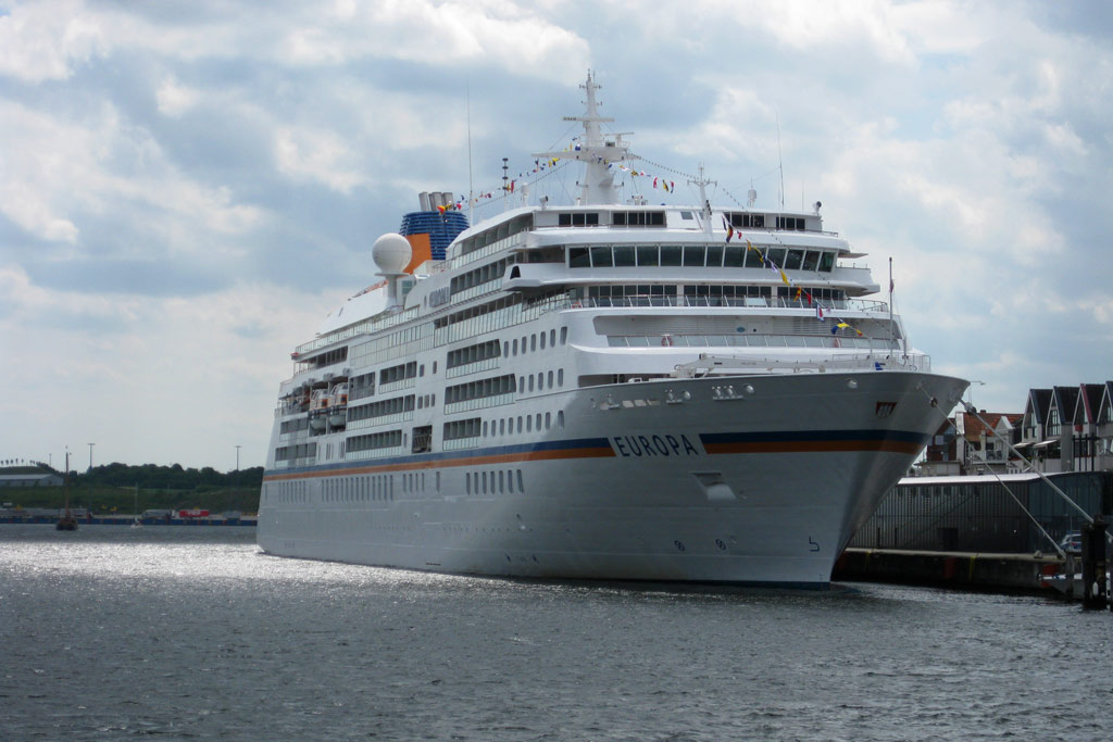 europa-terminal-trave-reederei-hapag-lloyd-kreuzfahrtschiff-luebeck-travemuende-2013-andres-lehmann