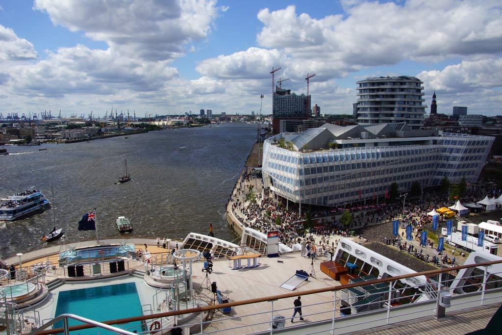 queen-mary-2-an-deck-unilever-2012-andres-lehmann