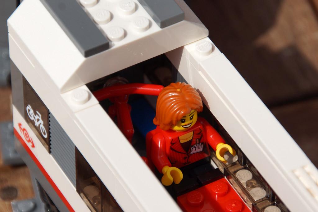 lego-city-hochgeschwindigkeitszeug-abteil-set-bahnsteig-2014-andres-lehmann