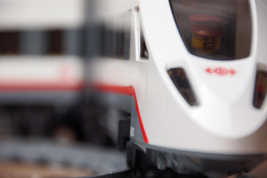 lego-city-hochgeschwindigkeitszug-set-triebwagen-2014-andres-lehmann