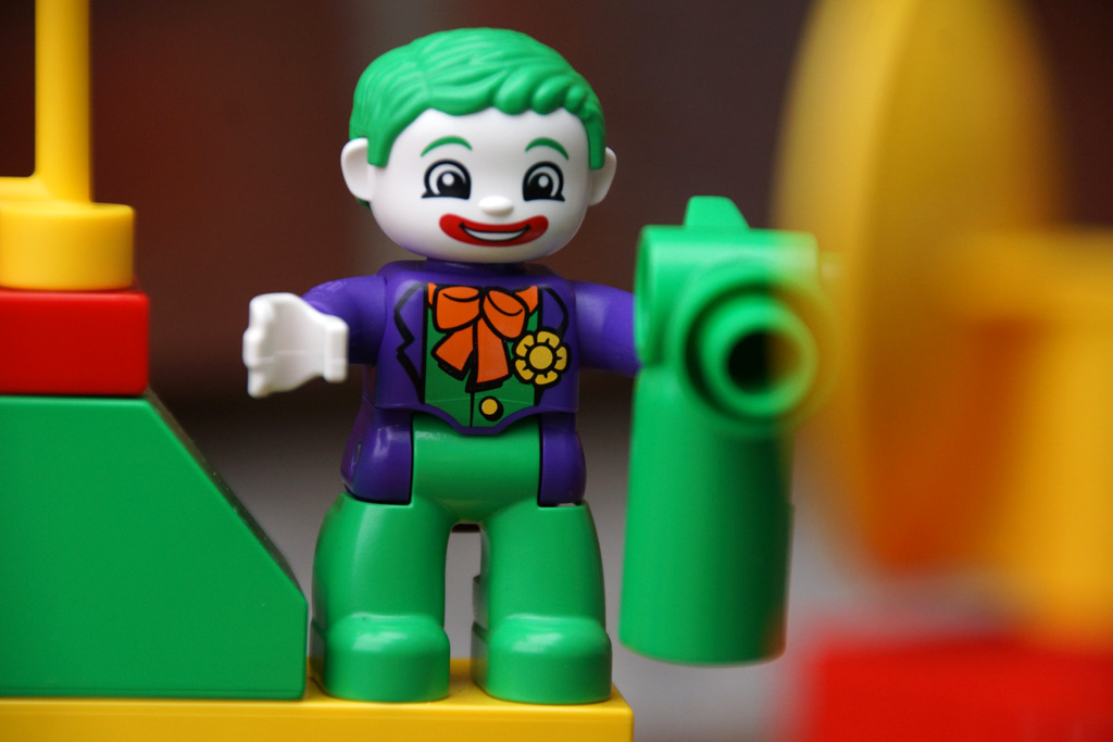 lego-duplo-jokers-versteck-dc-comics-2014-andres-lehmann
