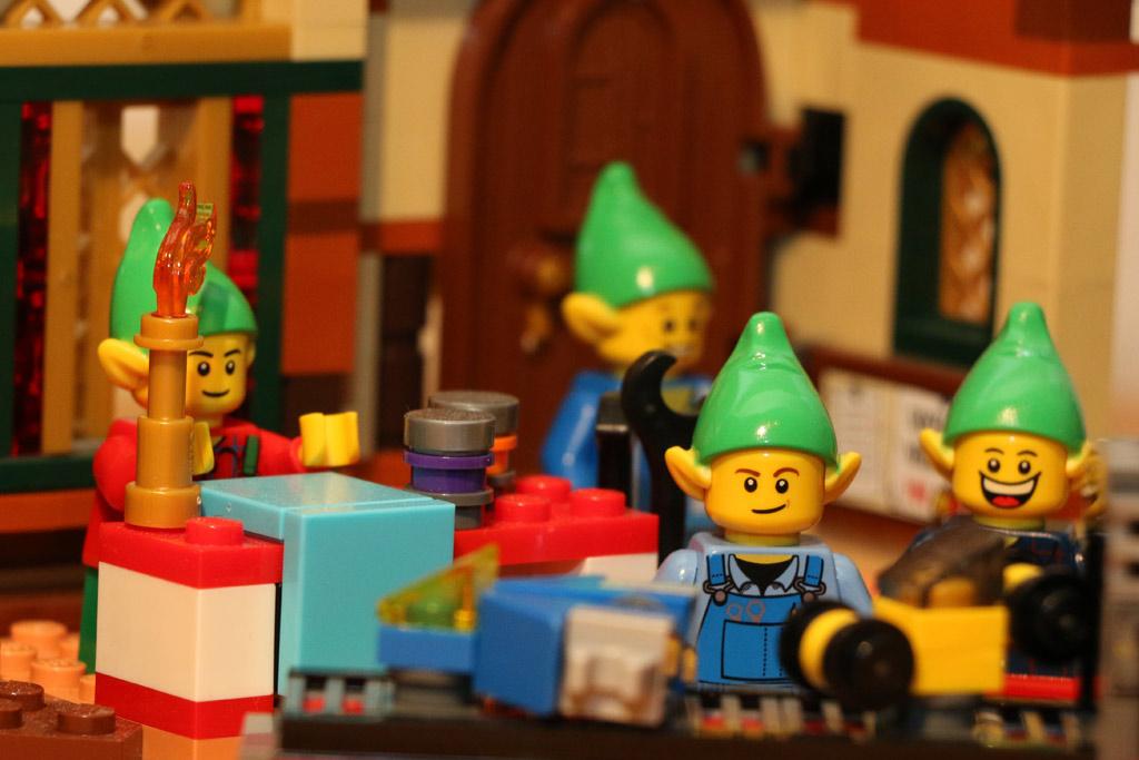 lego-creator-weihnachtliche-werkstatt-elfen-10245-2014-andres-lehmann