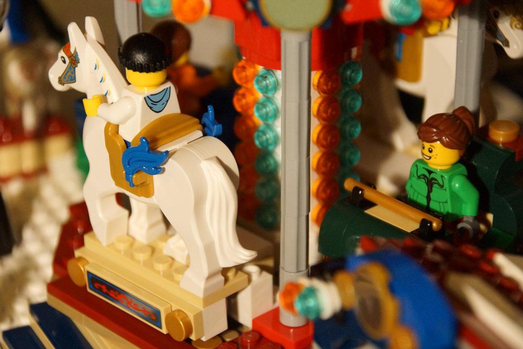 lego-winterlicher-markt-weihnachtsmarkt-karussell-pferd-fahrzeug-2013-andres-lehmann