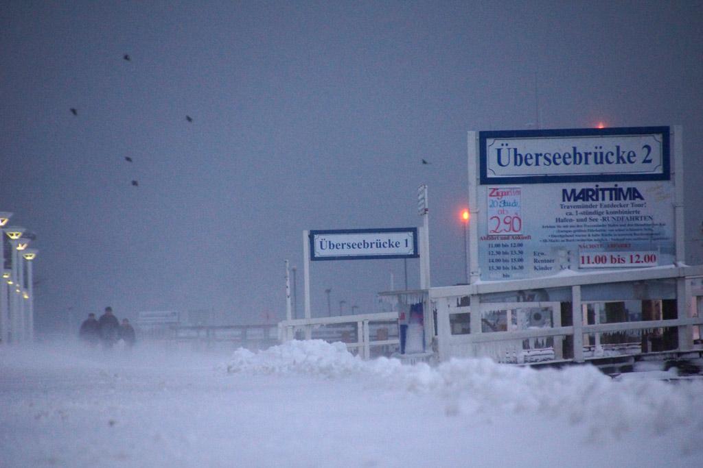 schneeverwehuingen-ueberseebruecken-travemuende-winter-maerz-2013-andres-lehmann