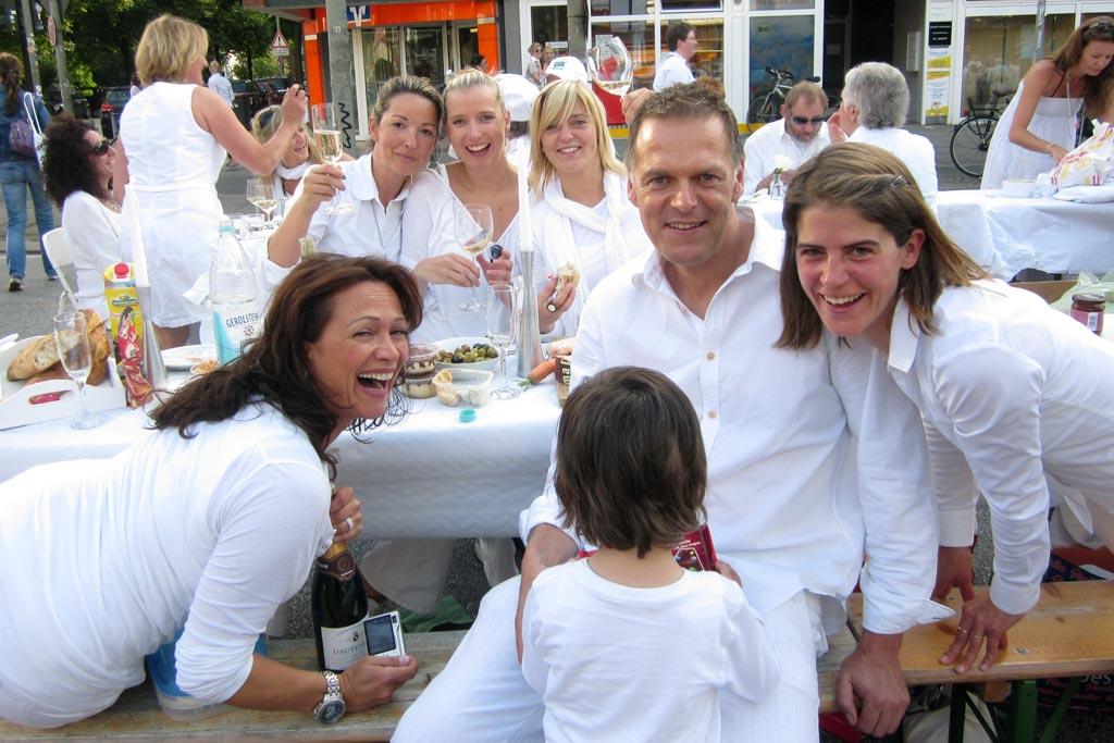 weisses-dinner-2011-eimsbuettel-lachen-osterstrasse-hamburg-katharina-kubica