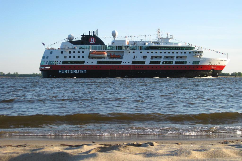hurtiguten-strand-schiff-hamburg-andres-lehmann