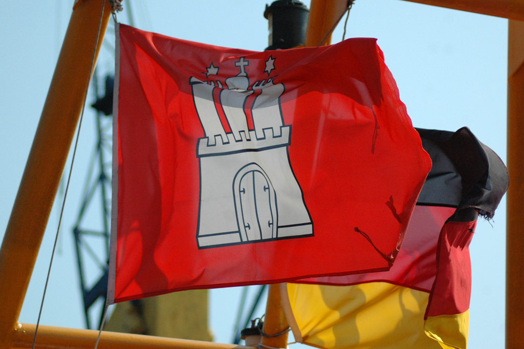 flagge-stadtlogo-hafen-hamburg-andres-lehmann