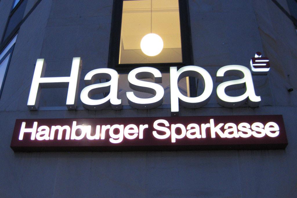 haspa-hamburger-sparkasse-logo-leuchtend-wirtschaft-hamburg-andres-lehmann
