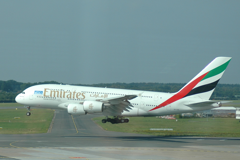 airport-emirates-a380-landung-hamburg-andres-lehmann