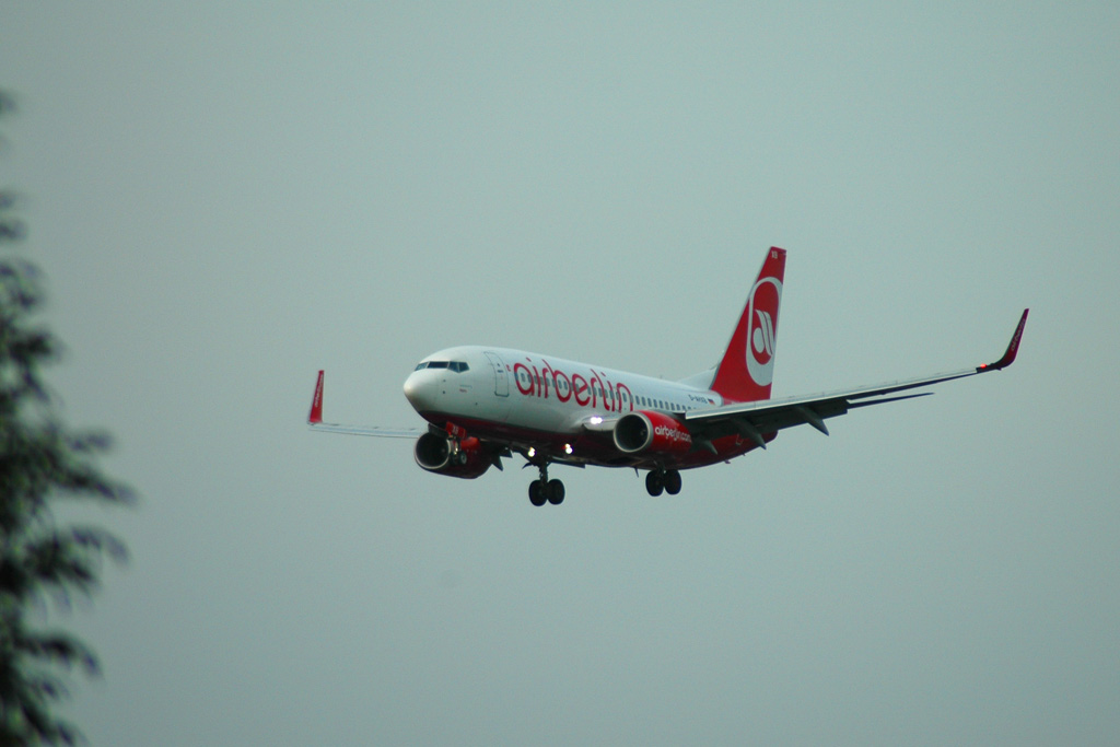 airport-air-berlin-flugzeug-landeanflug-hamburg-andres-lehmann