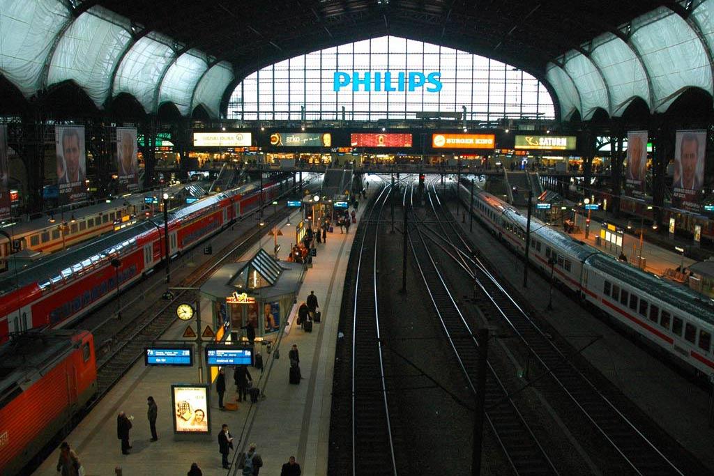 hauptbahnhof-zuege-hamburg-andres-lehmann