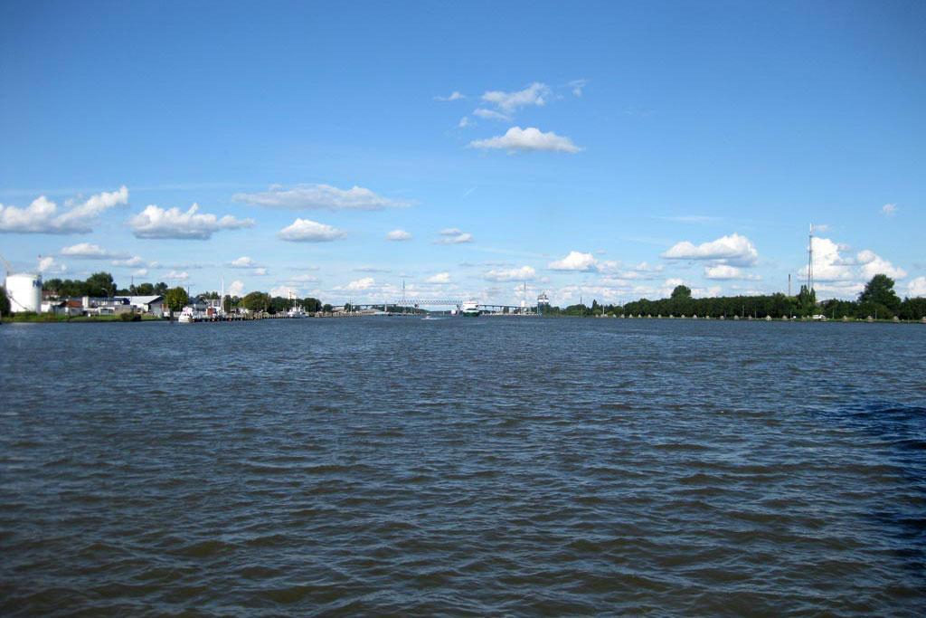 nord-ostsee-kanal-brunsbuettel-ueberfahrt-faehre-andres-lehmann