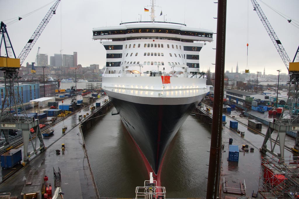 queen-mary-2-bug-dock-hamburg-andres-lehmann