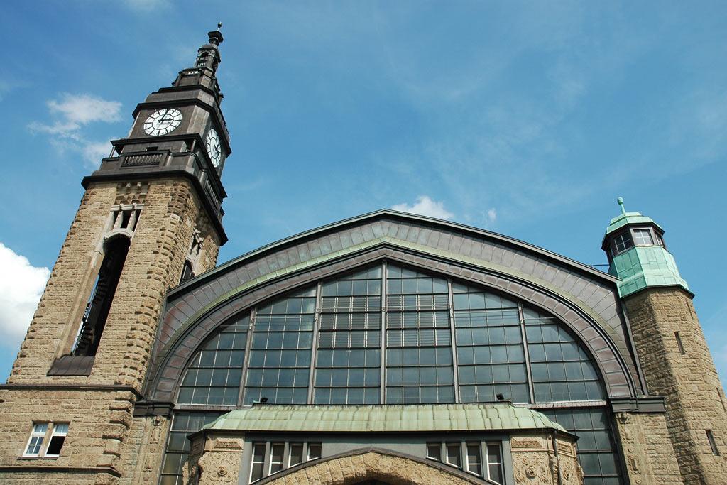 hauptbahnhof-wandelhalle-turm-uhr-hamburg-andres-lehmann
