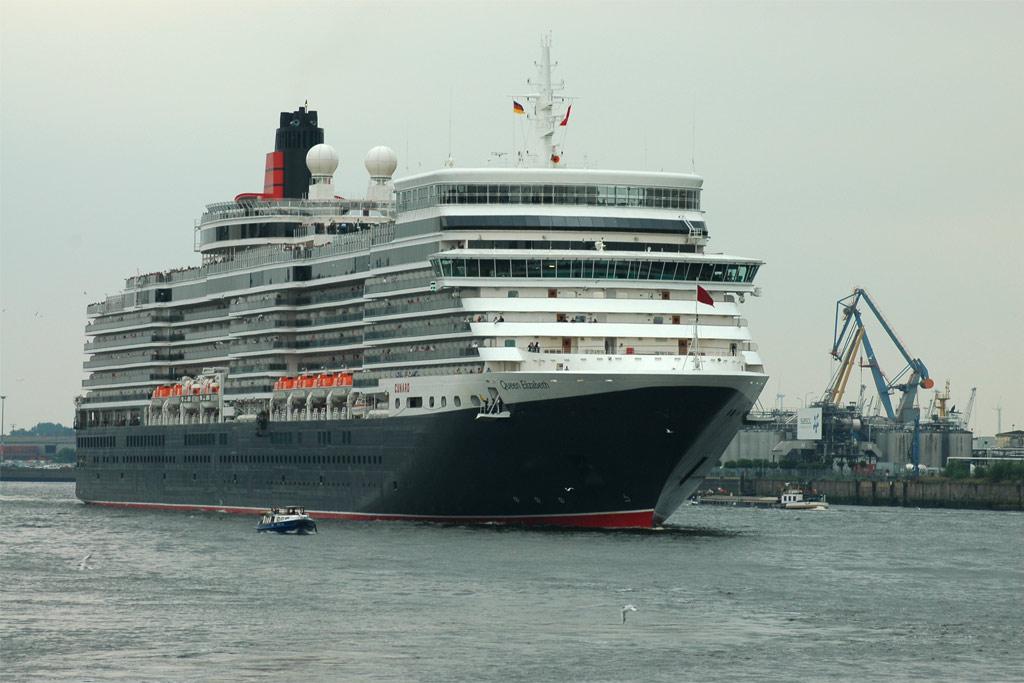 queen-elizabeth-schiff-ausfahrt-hamburg-andres-lehmann