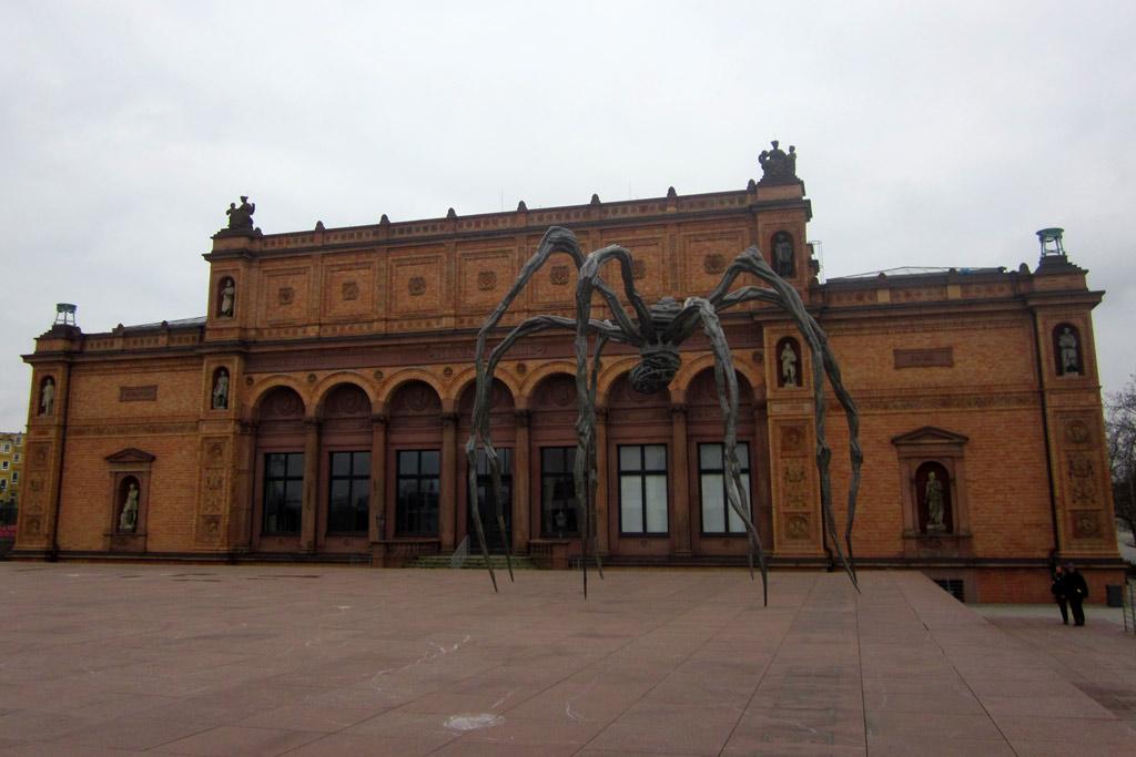 louise-bourgeois-kunsthalle-riesenspinne-maman-wolken-hamburg-katharina-kubica
