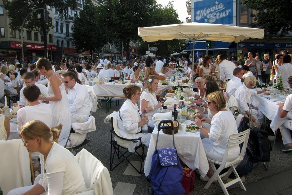 weisses-dinner-2011-eimsbuettel-osterstrasse-schirm-hamburg-katharina-kubica