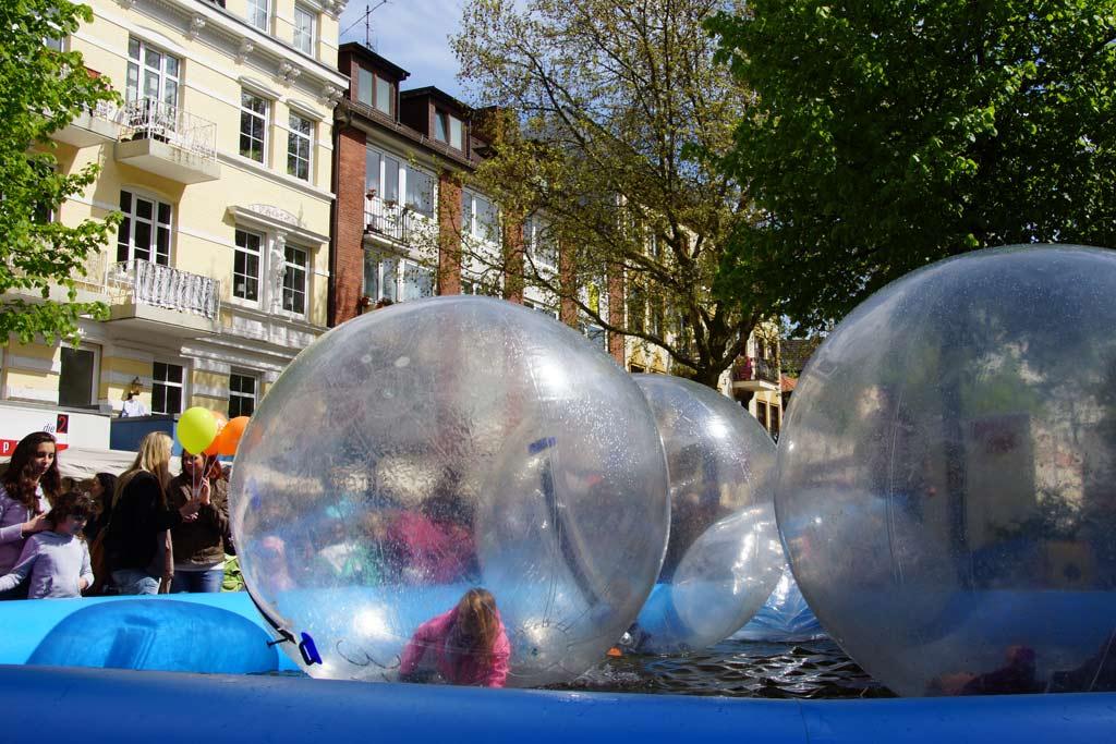 osterstrassenfest-2012-wasserbassin-andres-lehmann