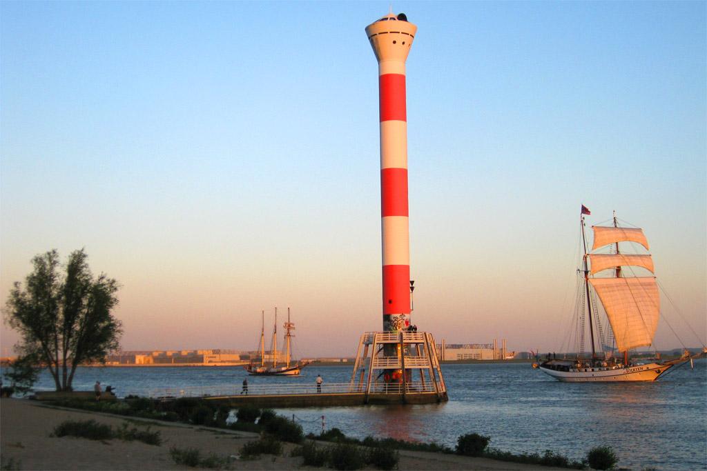 segelschiffe-leuchtturm-blankenese-hamburg-andres-lehmann