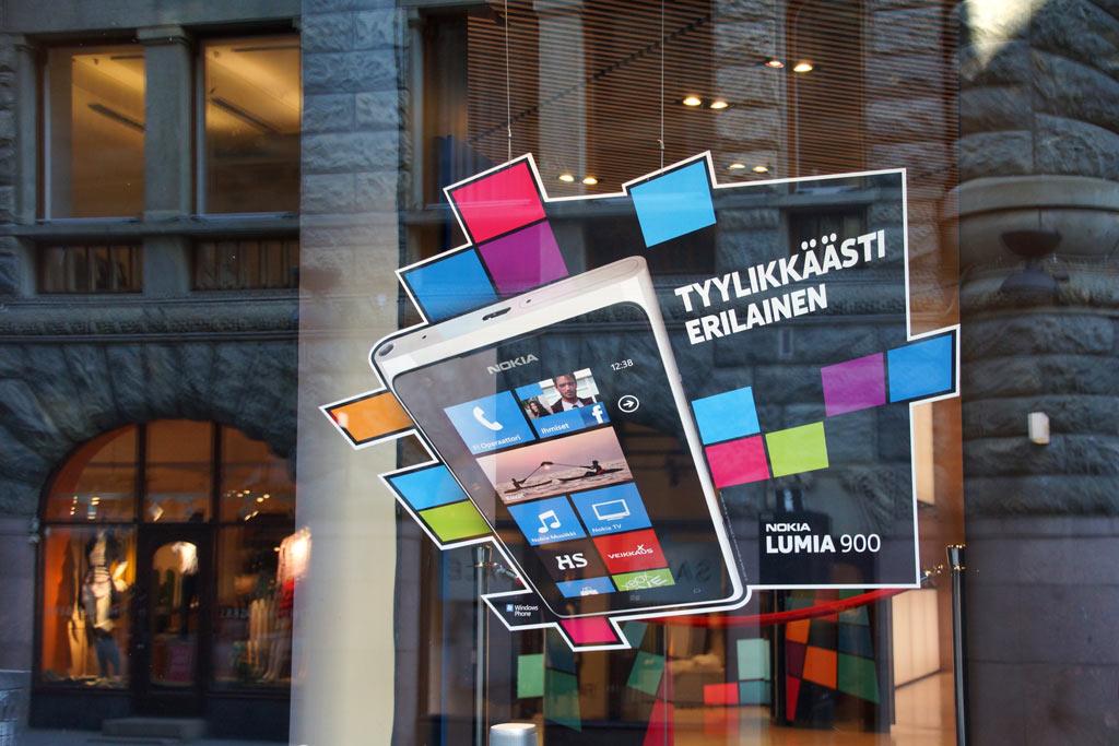 nokia-store-helsinki-lumia-900-schaufenster-andres-lehmann