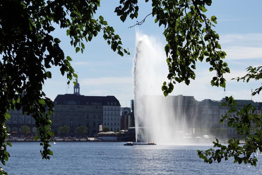 binnenalster-fontaene-sommer-2012-andres-lehmann