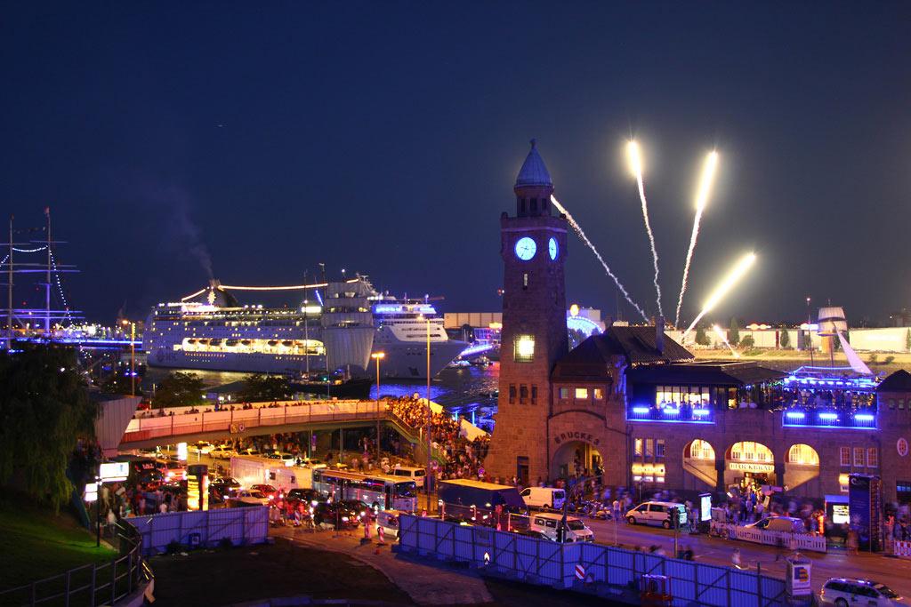 cruise-days-feuerwerk-kreuzfahrtschiffe-hamburg-2012-frank-burmester