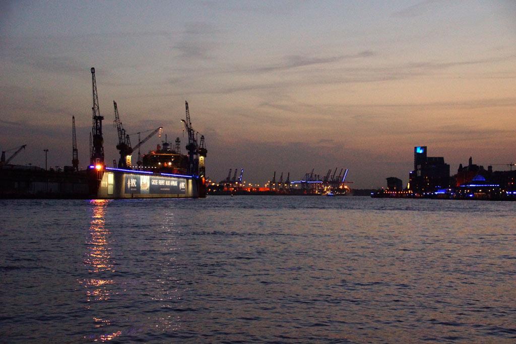 hamburger-hafen-dock-kraene-sonnenuntergang-blue-port-2012-andres-lehmann