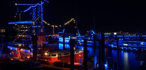 """Eine halbe Million Menschen wollten den Blue Port im Zusammenspiel mit der Queen Mary 2 und Co sehen: Die dritten """"Hamburg Cruise Days"""" waren somit ein voller Erfolg."""