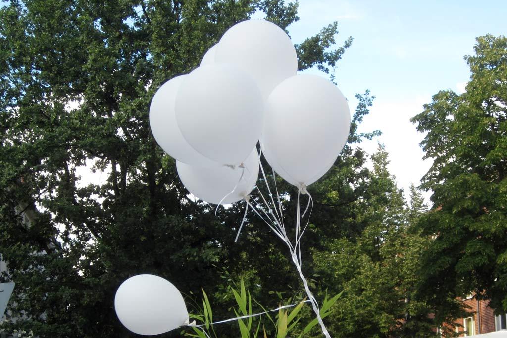 weisses-dinner-2011-osterstrasse-luftballon-katharina-kubica