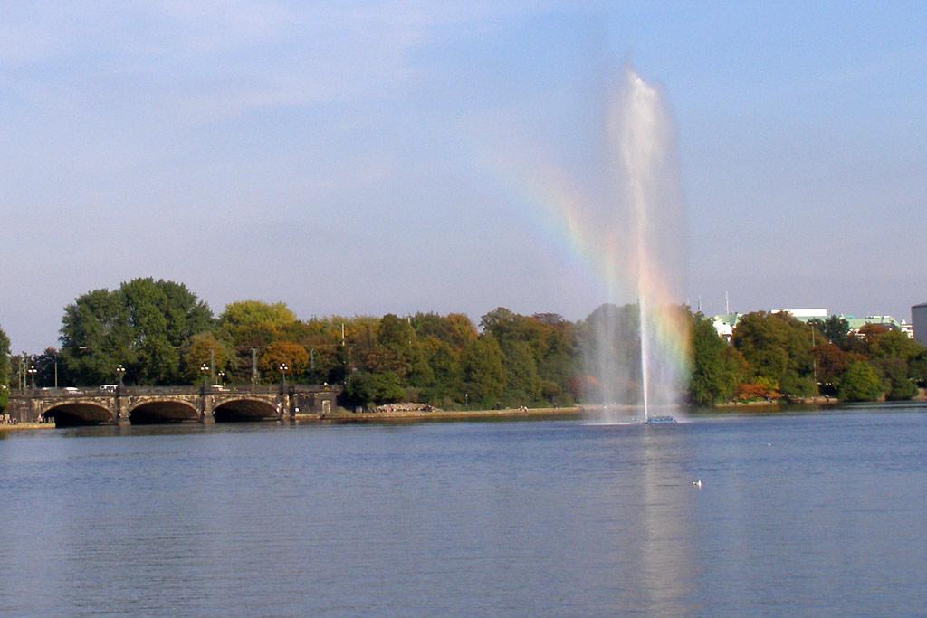 binnenalster-fontaene-regenbogen-katharina-kubica