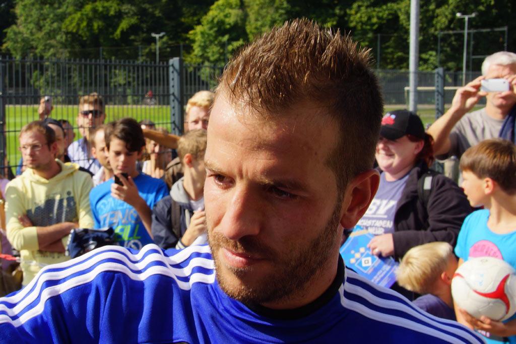 rafael-van-der-vaart-fans-hsv-2012-andres-lehmann