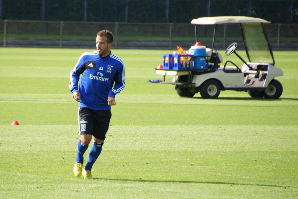 rafael-van-der-vaart-trainingsplatz-hsv-rueckkehr-2012-andres-lehmann