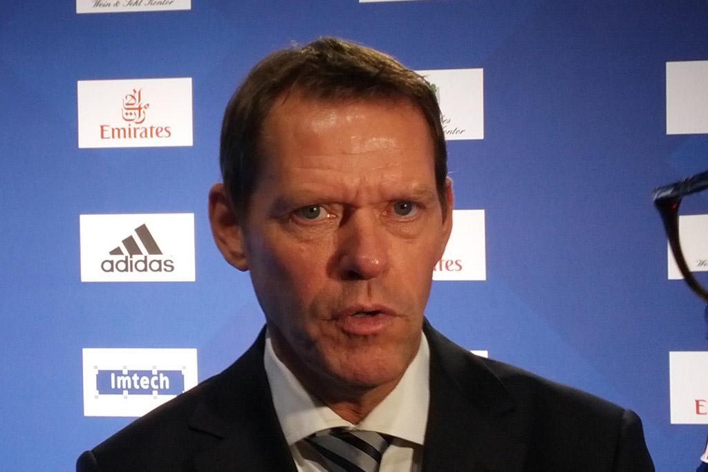 frank-arnesen-hsv-manager-2012-andres-lehmann