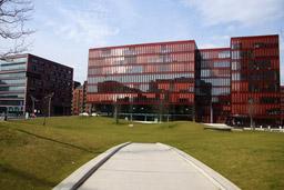 hafencity-sandtorpark-buerogebauede-hamburg-fruehling-klein-15-04-2013-andres-lehmann