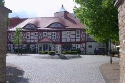 george-clooney-the-momuments-men-gasthaus-zu-den-rothen-forellen-einfahrt-ilsenburg-klein-2013-maria-kubica