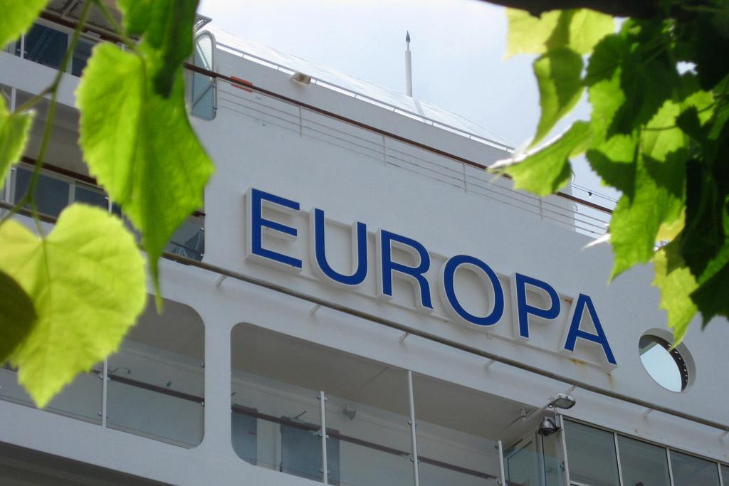 europa-logo-reederei-hapag-lloyd-kreuzfahrtschiff-luebeck-travemuende-2013-andres-lehmann