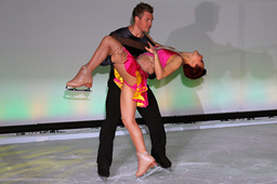 klein-tango-holiday-on-ice-70-geburtstag-roter-teppich-hotel-atlantic-2013-frank-burmester