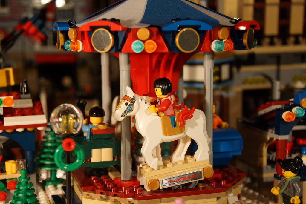 lego-winterlicher-markt-weihnachtsmarkt-karussell-pferd-buden-2013-andres-lehmann