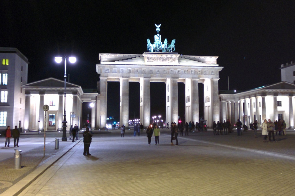 brandenburger-tor-nacht-berlin-2014-andres-lehmann