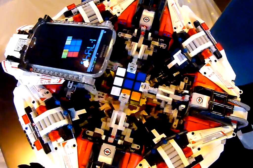 lego-cubemaster-3-samsung-galaxy-s4-arm-screenshot-youtube