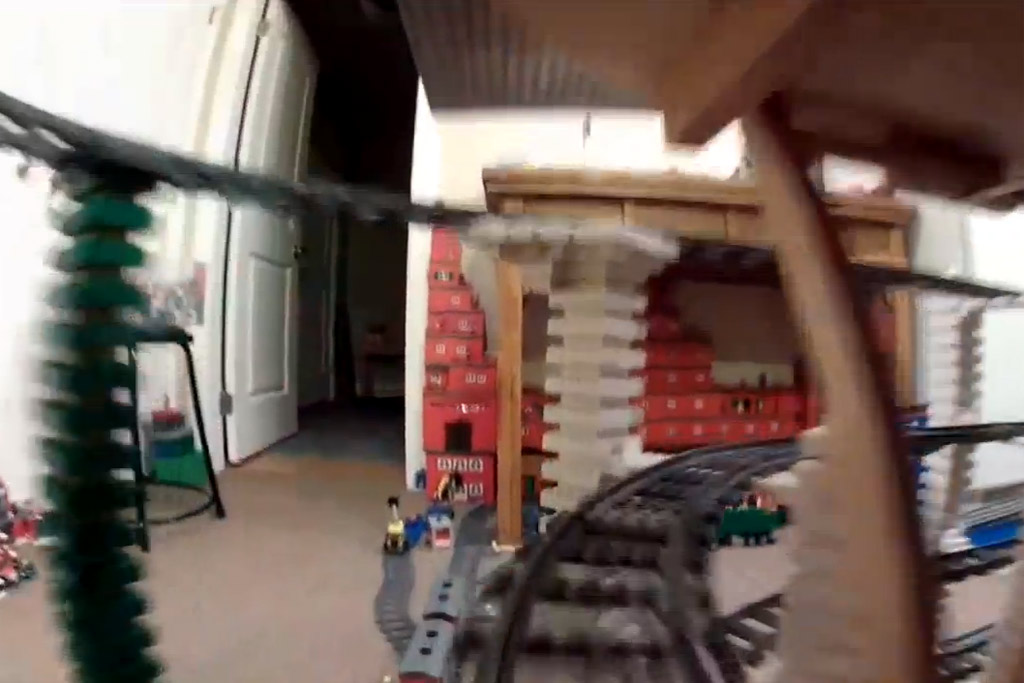 abgefahrene-lego-eisenbahn-videos-youtube-screenshot-sara-peter