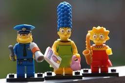 klein-minifigures-simpsons-lego-2014-andres-lehmann