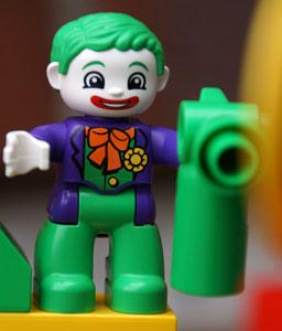 klein-joker-lego-duplo-batman-versteck-dc-comics-2014-andres-lehmann