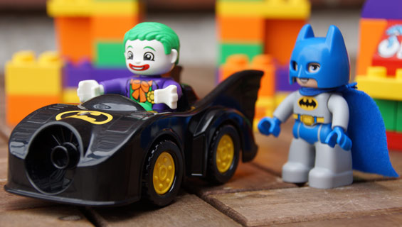 panorama-lego-duplo-batman-jokers-versteck-dc-comics-2014-andres-lehmann