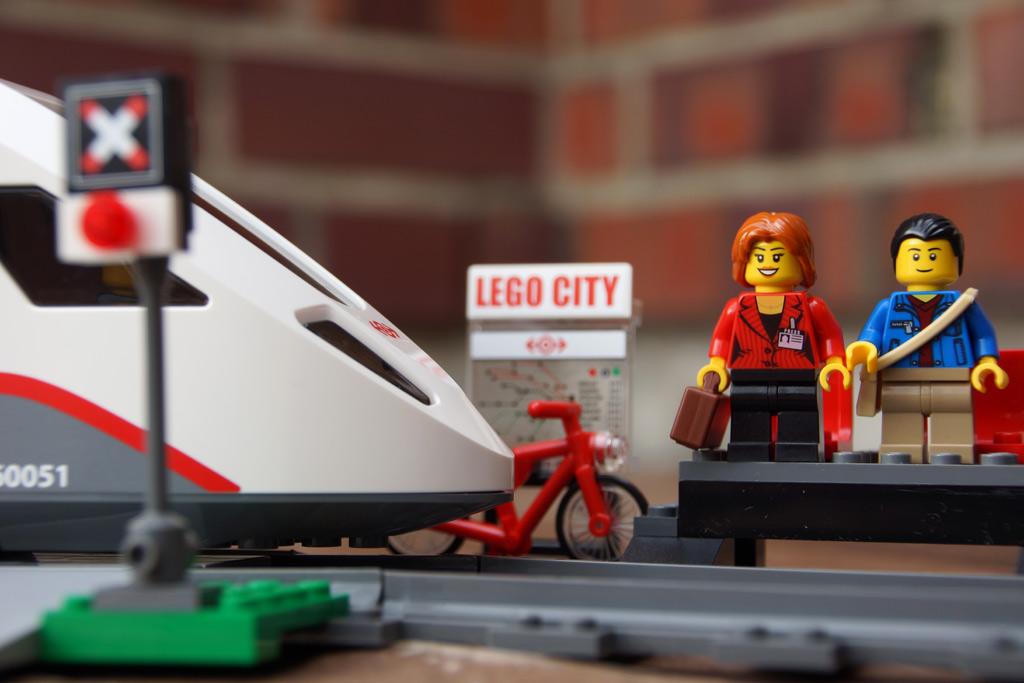 lego-city-hochgeschwindigkeitszeug-set-bahnsteig-2014-andres-lehmann